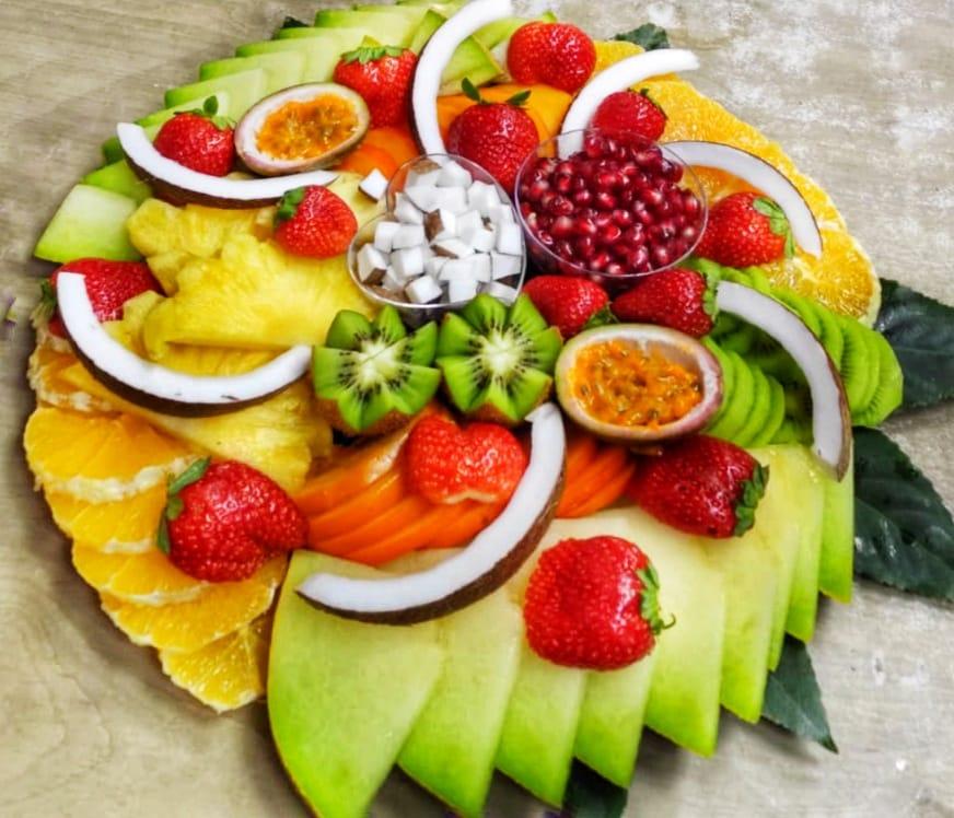 מגשי פירות מעוצבים – כך תשדרגו את האירוע שלכם