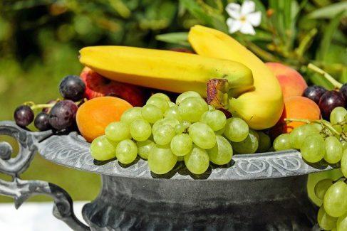 איך שומרים על הטריות של מגש הפירות?