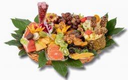 סלסלה פירות בשילוב מקרונים ופירות יבשיםL
