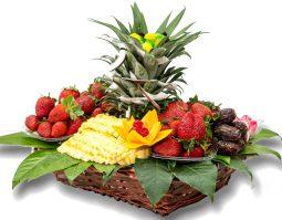 סלסלת תותים ואננס לאוהבים