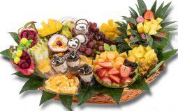 סלסלת פאר היצירה - פירות בשילוב סושי מתוק וקינוחי כוסות