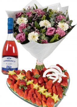 לב תותים משולב זר פרחים